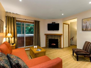 113 Glaciers Reach a 2br with hot tub & pool in Whistler Village