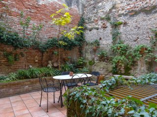 Casa al Teatro: few steps from ancient Roman Theater and Ponte Pietra