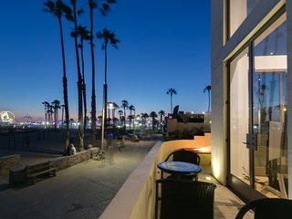 Santa Monica Townhome with Luxury Decor next to the Iconic Santa Monica Pier