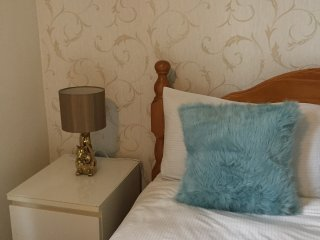 Bright and charming double room at North Acton