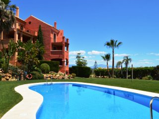 VASARI VILLAGE  Lovely 3 bed apt, Sea view, Pool, Garden,3 mins walk to beach