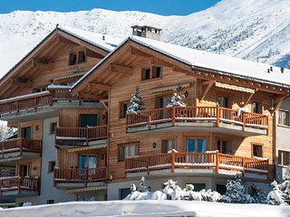 Baroque 221 **** - Sleeps 8 Central