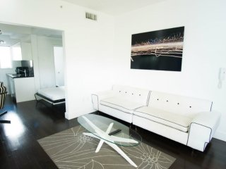 SoBe 1611 Lincoln Road Apartments Sleeps 8!