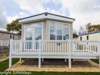8 Berth Caravan at Hopton Haven Holiday Park, in Great Yarmouth. REF 80035T