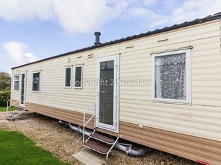 8 Berth Caravan in Kessingland Holiday Park, Lowestoft Ref:90008 Sandsgrove