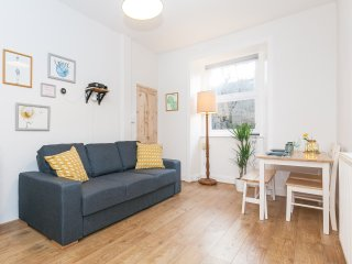 Cosy modern apartment near Royal Mile and centre