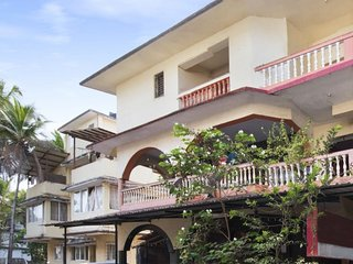 Restful stay for a beach holiday, 1.2 km from Candolim Beach