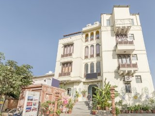 Centrally located accommodation for 3