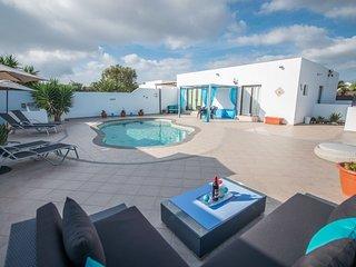 Beautiful Villa Linda - Heated Pool -Free WiFi & Sky TV - Ocean & Mountain views