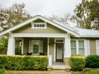 New Listing! 4 blocks from Main with Pool and Hot tub