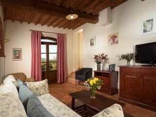 Quintessential three bedroom Tuscan Villa with large private garden