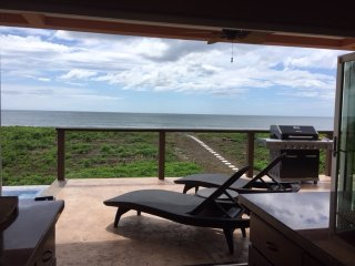 5 BR beachfront home - New listing special - $250 a night thru Dec 15th