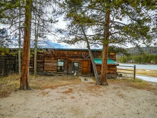 Sun Valley Lake (a pvt. lake) Lakefront Cabin. 2BR/1BA.Boat,Fish,A+ Snowmobiling