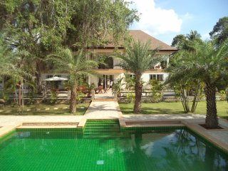 Amber Luxury 11 Bedroom Pool Villa. Book 3 nights + get Free Minibus & Driver