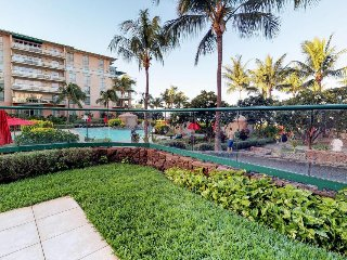 Upscale condo w/ resort pools/hot tubs - oceanfront, close to beach!