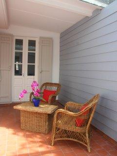 Le patio d'hiver est recouvert d'une verrière qui s'ouvre. Très agréable quand il fait plus froid