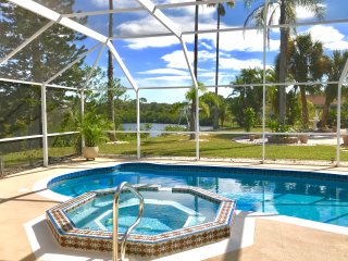 Tropical Paradise Luxury Home-Mile from Beach-Heated Pool/Spa-Wifi, Fishing pier