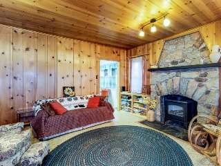 Roomy cabin-style home w/ easy access to the lake - slopes nearby & dogs ok!