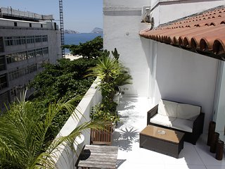 Rio068-6 bedroom penthouse up to 18 people in Ipanema, half block from the beach