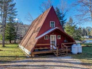 Classic lakefront A-frame on Lake Pauline. Okemo Mtn Resort only 2 miles away!