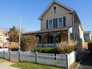 4 BEDROOM VICTORIAN CLOSE TO BEACH 136109