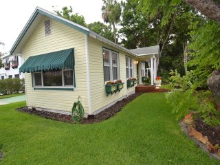 Dunedin Cottages Sweetheart Cottage 2 bedrooms 1 bath | A Short Walk to