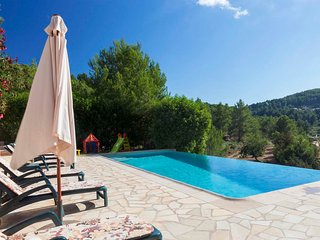 Charming house, with pool, barbecue, 5 minutes walking to  San Jose village and