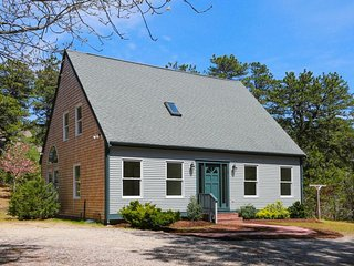 #321: Fully-updated home in woods of Wellfleet. 4-min to beaches/downtown!