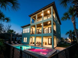Amazing Home 2 minute Walk to Private Beach Access with a Private Pool~