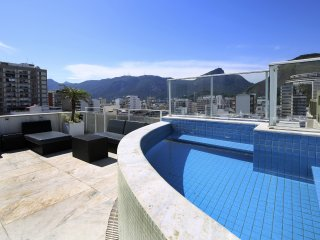 Rio037-Classy 3 bedroom penthouse with pool and terrace in Ipanema