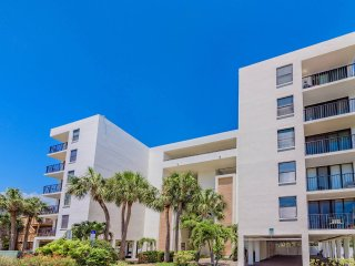 Extra Amenities: Beach Condo w Semi-Private Beach Access & 5 Star Reviews