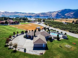 Gorgeous home with private pool and hot tub, huge lawn, lake views!