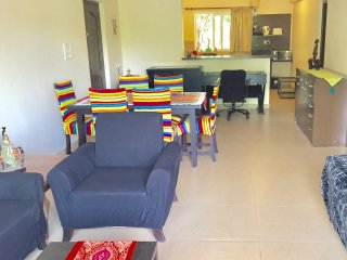 Beach road Vagator. Modern apartment near Thalassa