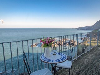 OCEANSIDE PENTHOUSE Top floor apartment, sea views, balcony in Ilfracombe, Ref 9