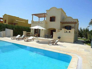 Fantastic 3 bedrooms villa in west golf for rent in EL Gouna