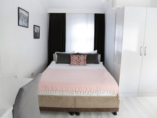 NEW Babu House - Lyra Suite With Balcony in Taksim - Sleeps 4