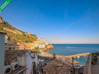 Amalfi: Emerald Heart. Internet WiFi, Air-conditioning, Sea view, Main centre.