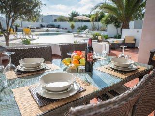 Beautiful Casa Paula - Heated Pool, Free WiFi & Sky TV - Ocean & Mountain Views