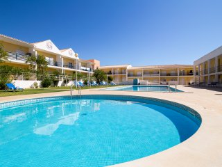 Apartment | Overlooks pool | Childrens playground | 7 Mins from Praia Gale