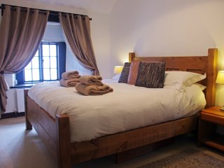 Super comfy, super king size bed with memory foam mattress