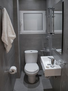 The bathroom of the 3rd bedroom