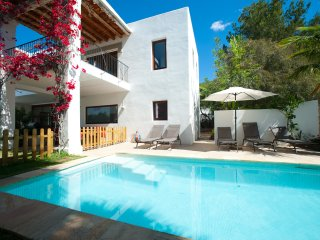 Villa Caballito - Fabulous location, short stroll to St Eulalia resort & beaches