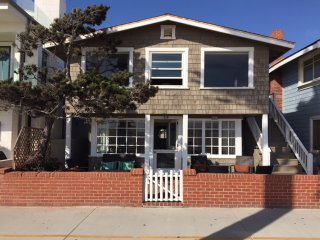 Charming beach front cottage for monthly rental