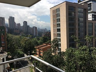 2BR Apartment with Sky Club and Hot Tub Cyan4