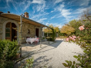 La Graziosa, graceful cottage with lovely pool.