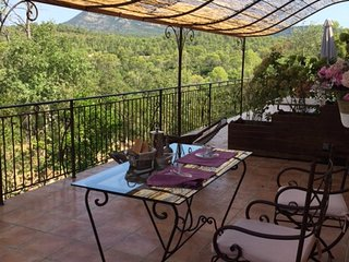Romantic Guest Suite, peaceful area, heated pool 16x8m