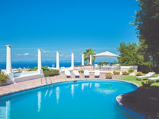 Anacapri Luxury Villa Blue Grotto | 4 bedrooms | 3 bathrooms | A/C | WiFI | Pool