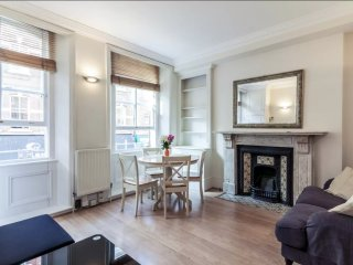 3 min From Piccadilly Circus, Lively Soho Pad