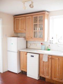 Refrigerator and dish washer