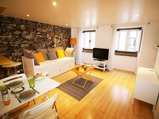 Charming Typical Apartment in Lisbon, 15min Walk to Chiado and Downtown